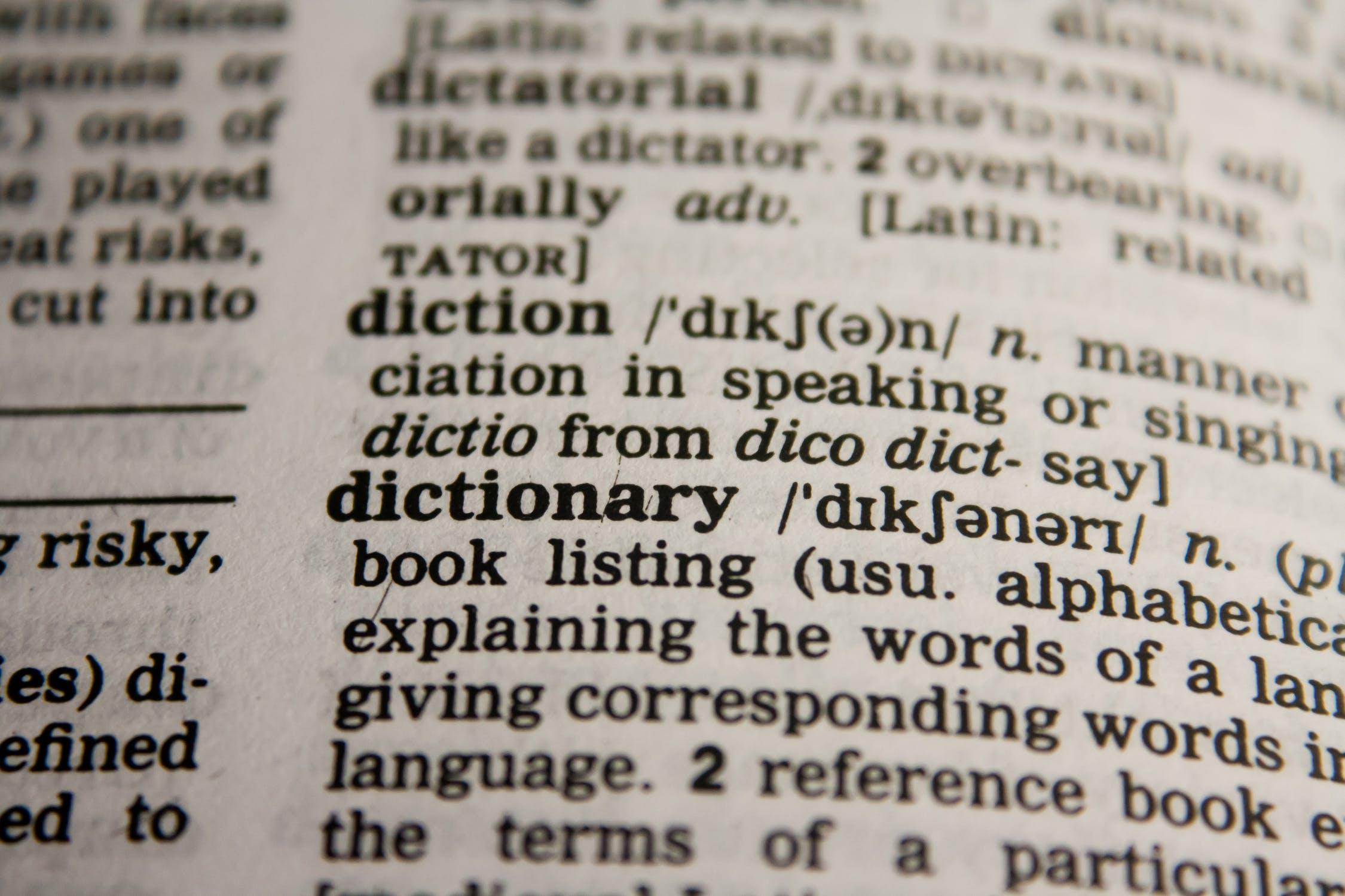 Traduzione automatica vs traduzione umana: scopri le differenze e come farne un buon utilizzo